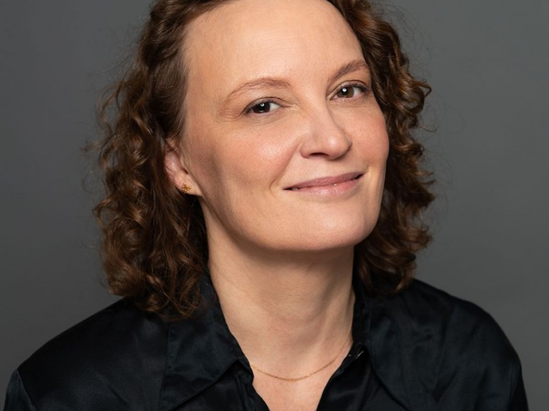 "Katrijn Gielens (UNC Kenan-Flagler) presents paper ""On Consumer Disadoption in Online Grocery Shopping"""